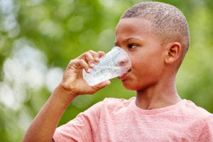 Kid with sickle cell disease and incontinence stays hydrated